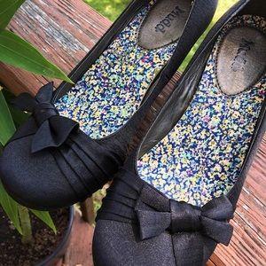 Kitten bow heels